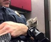 父の日に、迷子の子猫が警察官を捕まえた! ふたりはしばらく見つめ合い、そのまま最高の親子になる♪