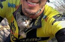 サイクリング中の男性に保護された子猫