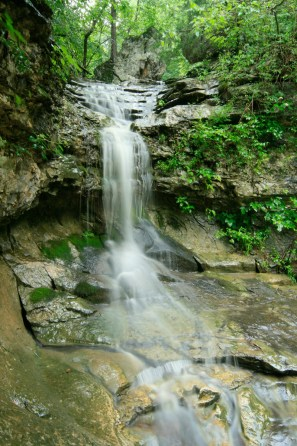 Photo of waterfall in the Buffalo River National Park by photographer Edward Robison III.
