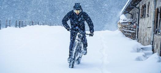 Moto-Parilla-snow-1030x471