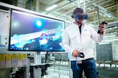 Qualification program at Zwickau plant: Volkswagen uses Virtual Reality Glasses to train 7700 employees.