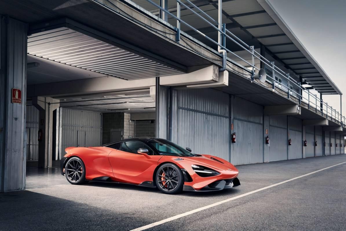 McLaren-765LT_Track_19-1195x800