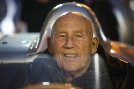 Sir Stirling Moss am Steuer des 300 SLR mit der Startnummer 722 bei der Mille Miglia 2015, Etappe Rimini nach Rom, 15. Mai 2015 in Italien. Sir Stirling Moss at the wheel of the 300 SLR with start number 722 at the 2015 Mille Miglia, on the stretch from Rimini to Rome, 15 May 2015 in Italy.