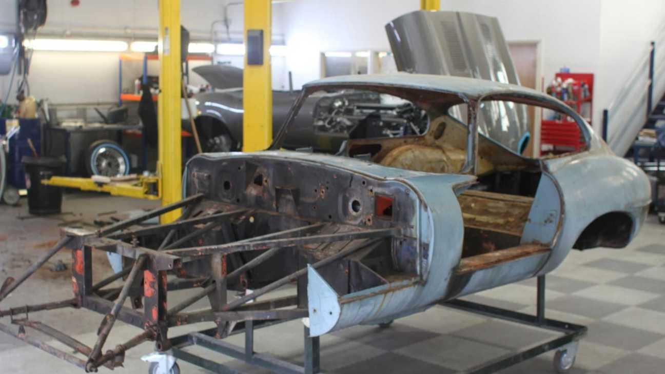 1964-jaguar-e-type-series-1-3.8-fhc55