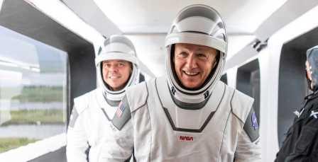 Crew-Dragon-Demo-2-Behnken-Hurley-052720-SpaceX-ingress-3-crop-c