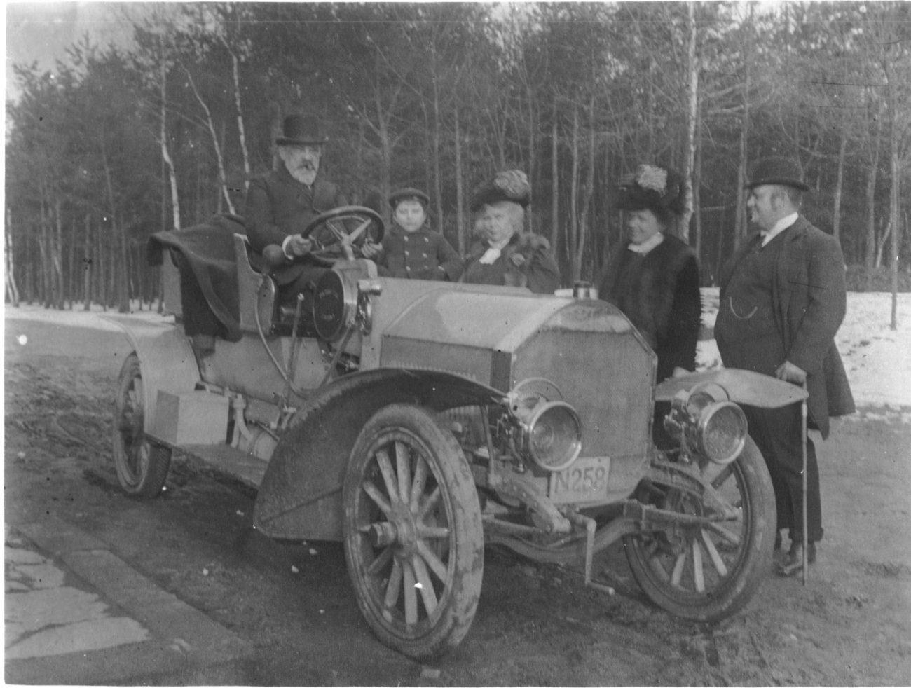 1908_SKODAelectricpetrol