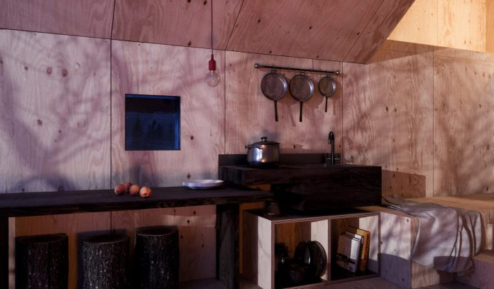 mountain-refuge-micro-cabin-tiny-home-concept-3
