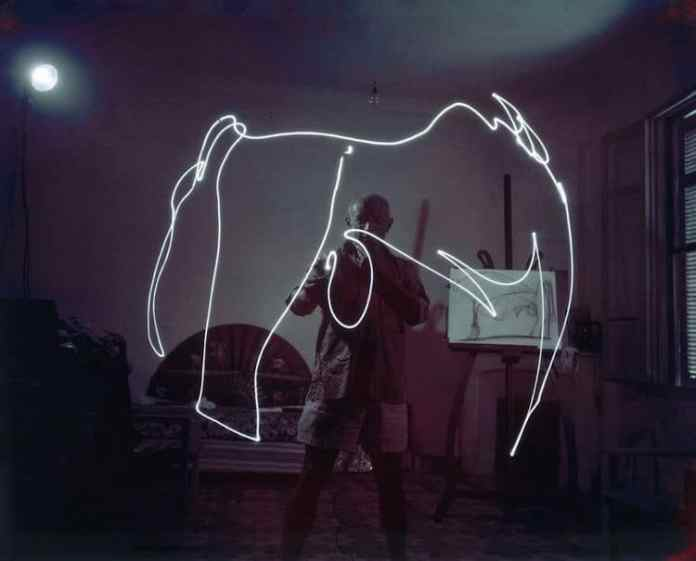 """Picasso drawing with light"" (1949) Gjon Mili. (c) LIFE"