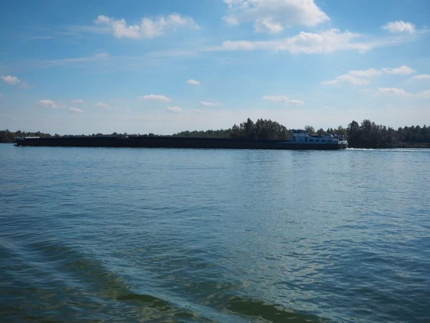 Largish commercial barge