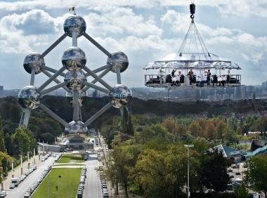 В Брюсселе можно полетать за обедом