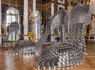 Гигантские босоножки в Версале