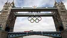 Гигантские олимпийские кольца украсили символ Лондона