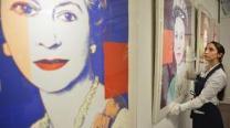 Елизавета II купила четыре своих портрета кисти Уорхолла