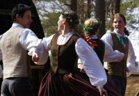 Старинный праздник песни и танца в Латвии собрал на сцене 40 тысяч участников