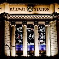 Современная музыка звучит на вокзале в Германии
