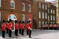Принц Уэльский награждает филантропов и меценатов в Лондоне