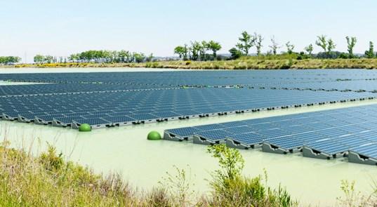Первая плавучая солнечная электростанция заработала в Великобритании