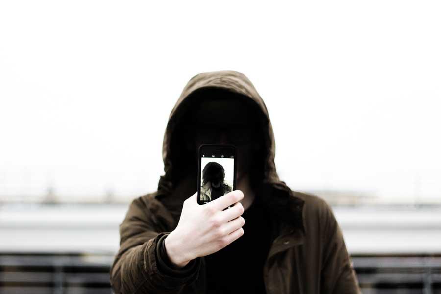 Четверть британцев считает, что пользователи соцсетей должны давать настоящие данные о себе