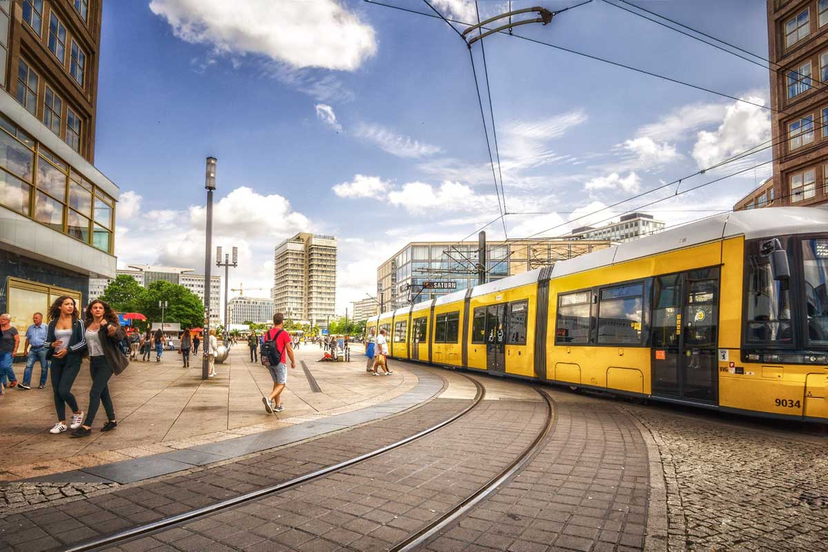В День равной оплаты труда в Берлине женщинам продавали билеты на транспорт дешевле, чем мужчинам