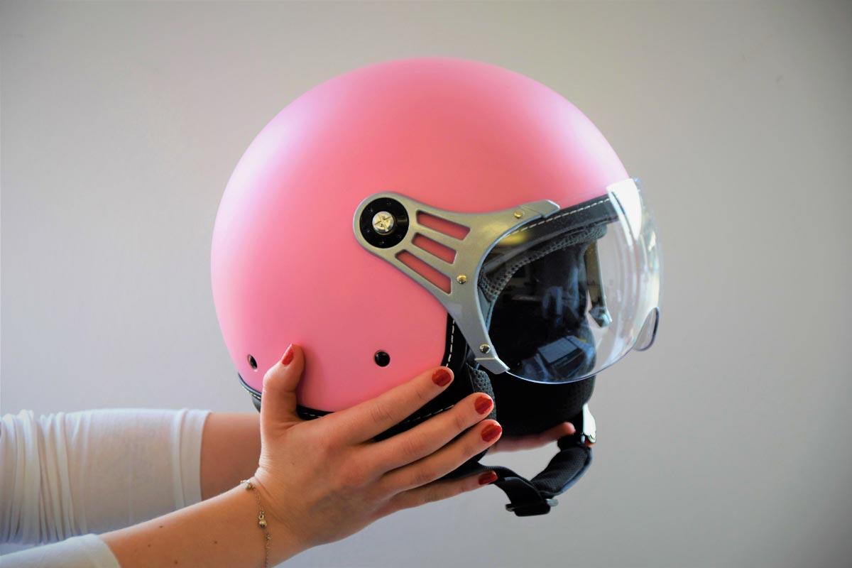 В Дании запретят ездить на электросамокатах без шлемов