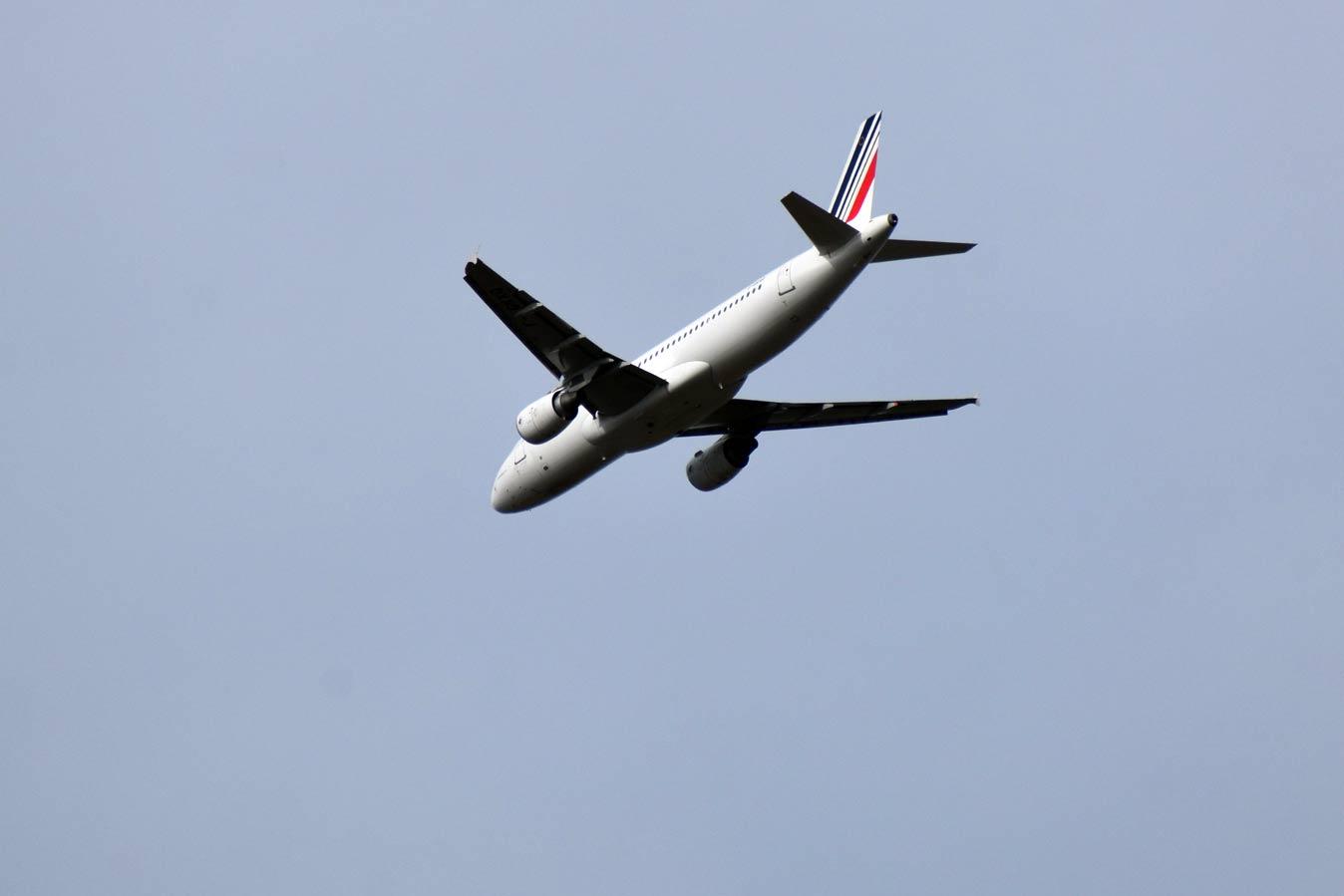 Во Франции хотят запретить короткие авиаперелеты, чтобы уменьшить загрязнение воздуха
