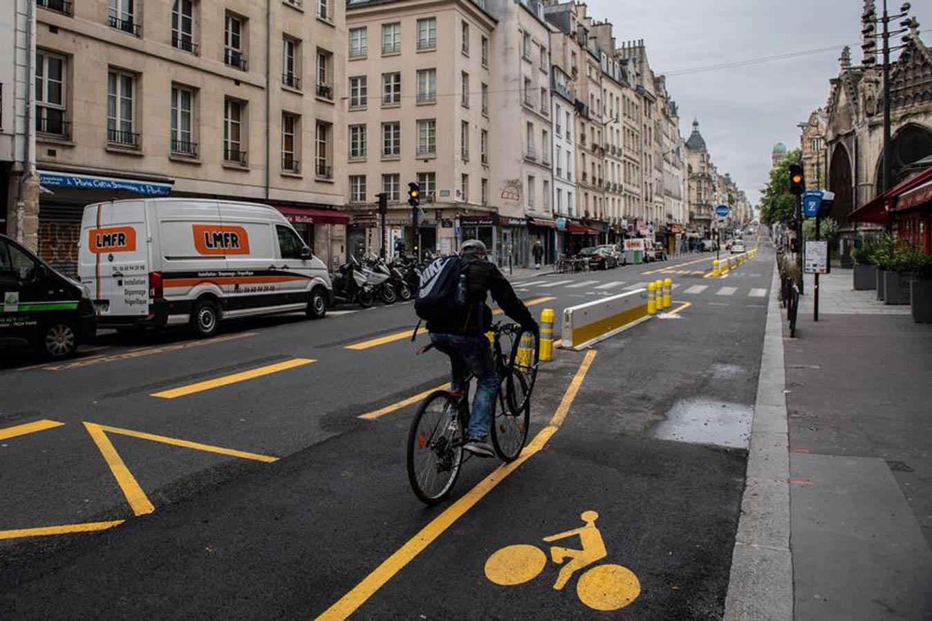 C улиц Парижа уберут некрасивые скамейки и ненужные дорожные знаки