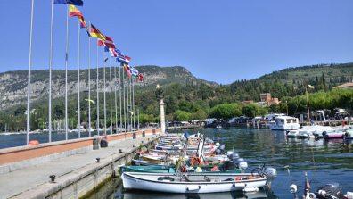 visiting-lake-garda-garda-town_tcm13-58272