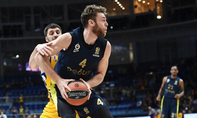 Uno Shved da record non basta: il Fenerbahçe passa a Mosca con doppia doppia di Melli