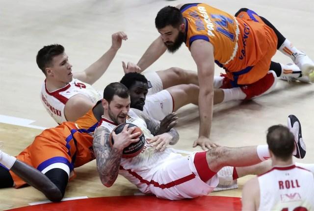 L'Olimpia lotta e sopravvive sportivamente