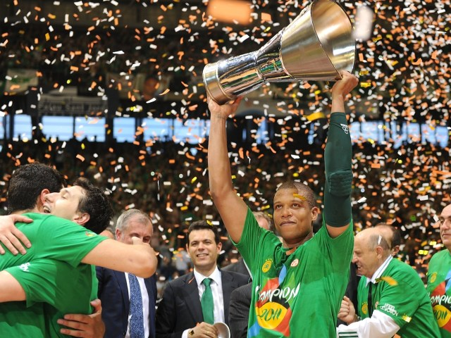 mike-batiste-panathinaikos-champ-final-four-barcelona-2011-eb10