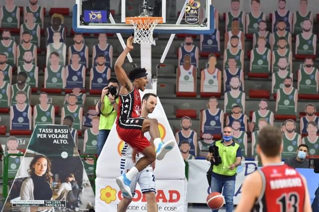 LBA: LeDay da career-high, l'Olimpia ritrova la vittoria a Sassari dopo 3 k.o