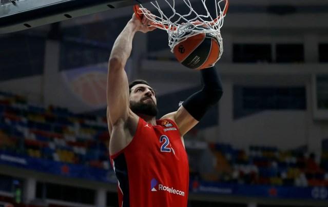 Uno Shengelia stellare aiuta il CSKA a superare lo Zenit