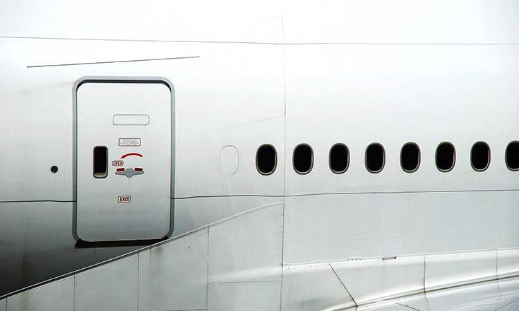 Abrir porta de Avião durante voo