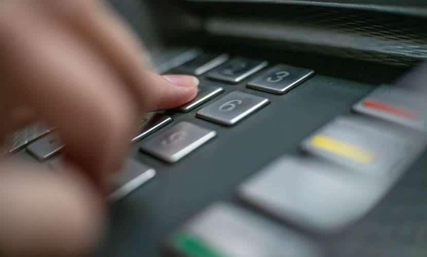 Cartão de débito no exterior ATM