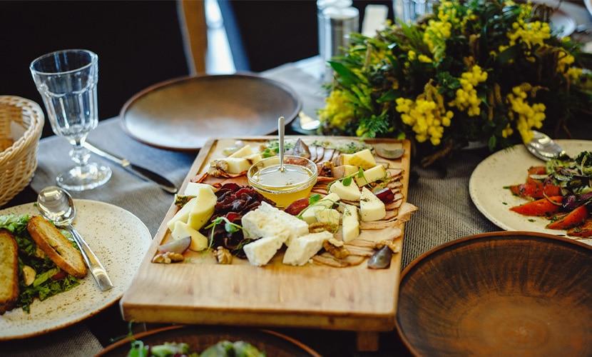cultura de jantar com amigos na França