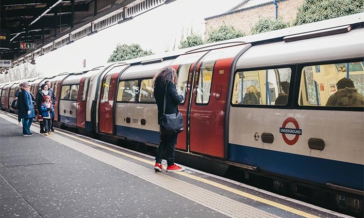 decidir morar no exterior conhecer transporte público