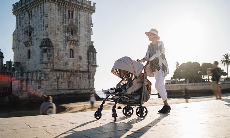 mãe com filho em Lisboa