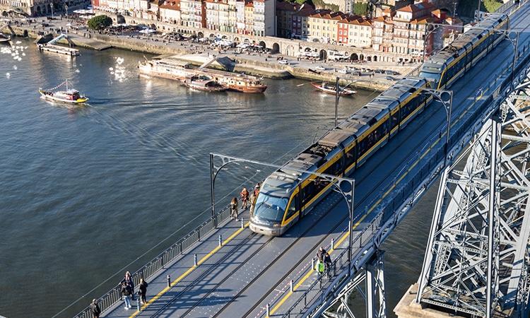 Metro do Porto na Ponte Dom Luis