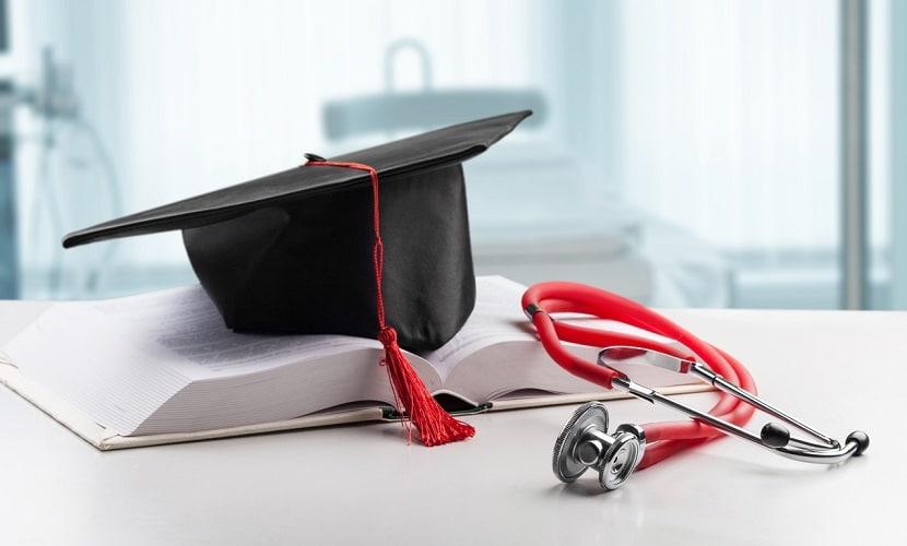 validar diploma para trabalhar como médico