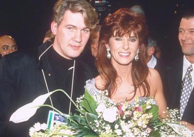 Linda Martin con Johnny Logan