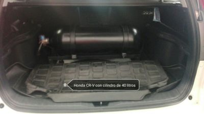 Honda CR-V con cilindro de 40 litros