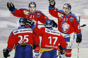 Drew Stafford (21) celebrates a Zurich goal with Patrice Bergeron (37), Ilya Kovelchuk (17) and Joni Pitkanen (25).