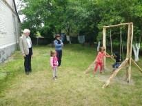 Spielen kann man überall auf dem Hof