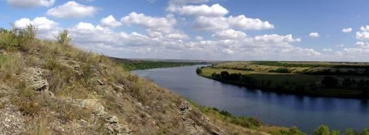 """Panorama des """"Sewerski Donez"""" – ein so breiter und tiefer Fluss ist ein Panzerhindernis und Hindernis für einen weiteren Vormarsch."""