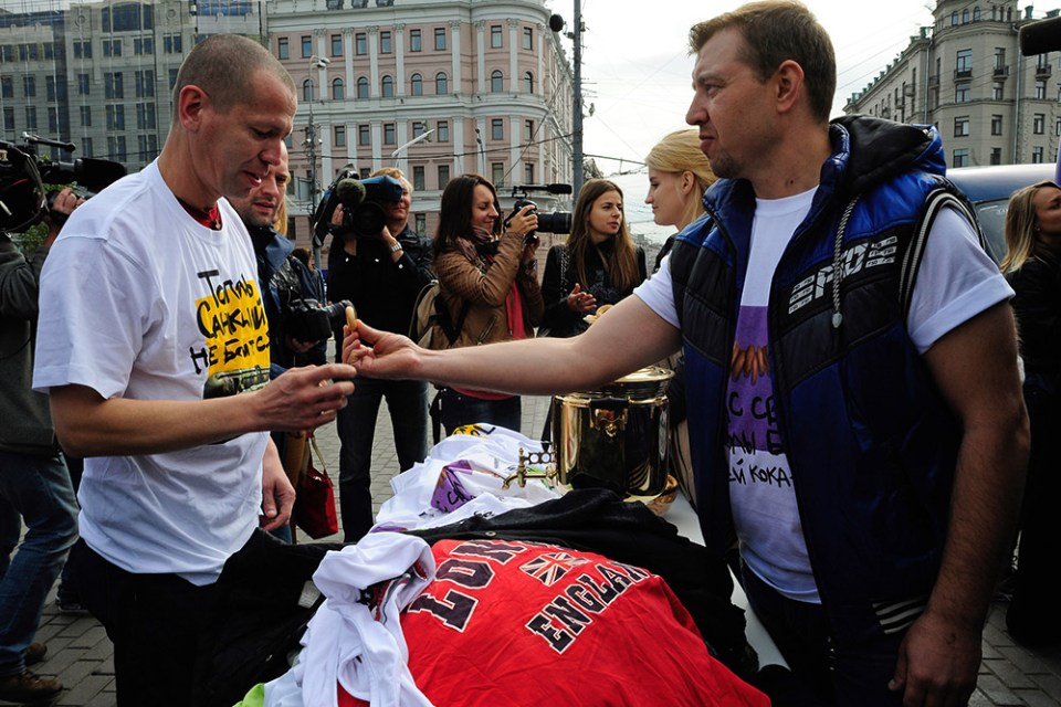 Nuclear T-shirt campaign in Moscow