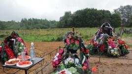 Das Grab von Leonid Kitschatkin, ein in der Ukraine gefallener Fallschirmjäger aus Pskow