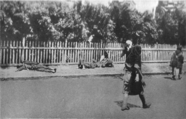 Victims of starvation in Kharkiv. The Holodomor in Ukraine, 1933 (Image: fundholodomors.org.ua)