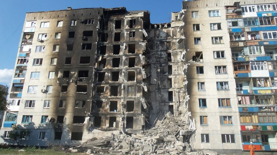Russian aggression: Devastated building in Lysychansk, Ukraine, 4 August 2014 (Image: Ліонкінг)
