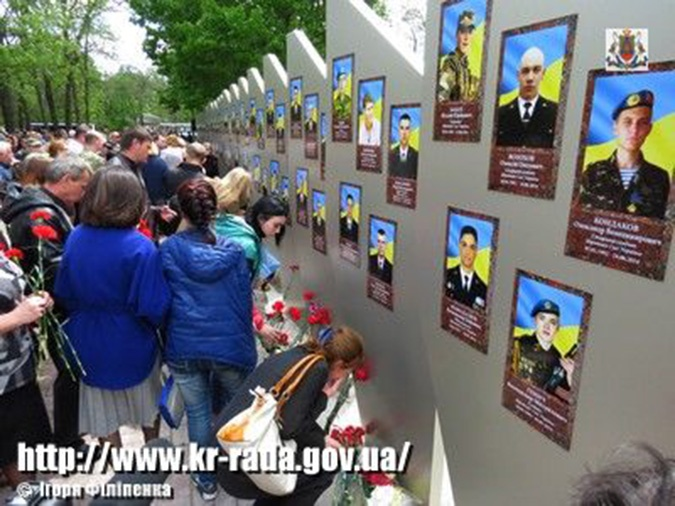 The memorial for city residents killed while defending Ukraine against the Russian aggression in Kirovohrad, Ukraine. 8 May, 2015 (Image: Igor Filipenko, kr-rada.gov.ua)