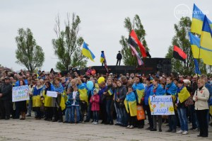 A rally in Mariupol to stop demilitarization (withdrawal of troops) of the village of Shyrokyne, the city's final line of defense against Russian forces taking their city (Image: 0629.com.ua)
